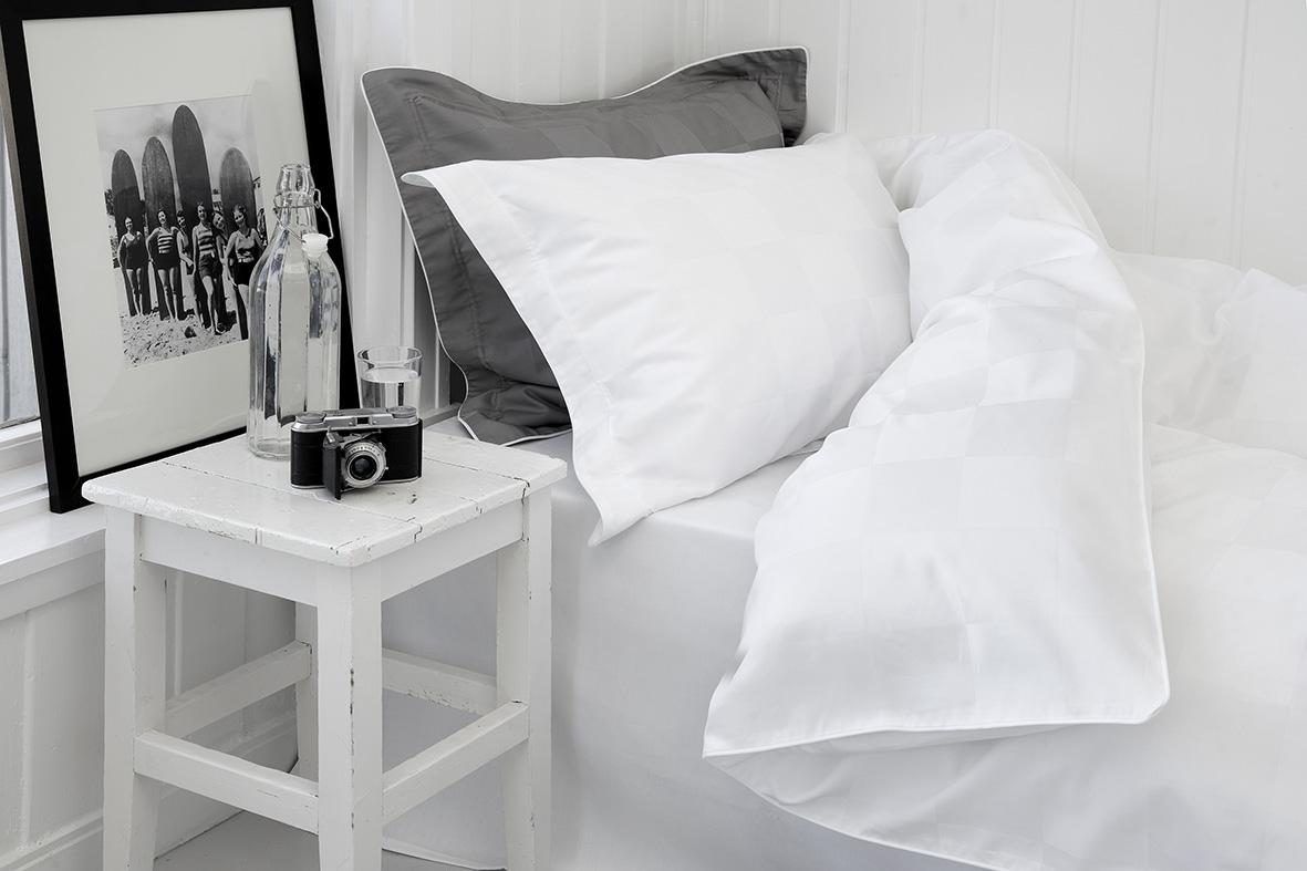 Nord sengetøy sengesett kvalitet damask klassisk norsk design rutemønster hvit mørk grå