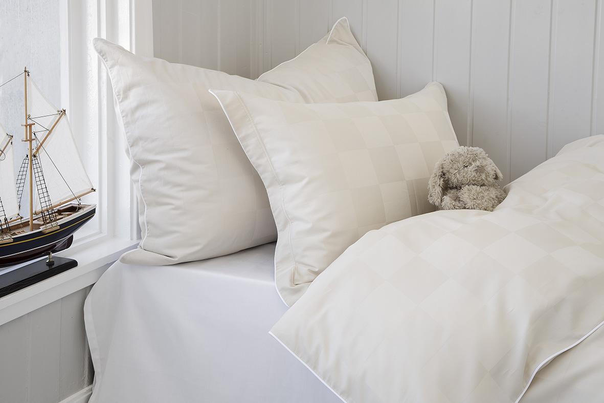 Nord sengetøy sengesett kvalitet damask klassisk norsk design rutemønster hvit lys sand